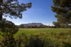 Bello nuovo tratto navigabile moderno del campo da golf in Arizona Immagine Stock