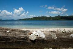 Bello oceano blu e spiaggia di sabbia bianca Fotografia Stock Libera da Diritti