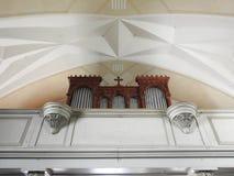 Bello organo della chiesa dentro nella città di Rounas, Lettonia fotografie stock libere da diritti