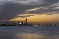 Bello orizzonte del Kuwait durante il susnet immagini stock libere da diritti