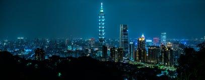 Bello orizzonte di Taipei alla notte Il grattacielo di Taipei 101 ha caratterizzato taiwan fotografia stock libera da diritti