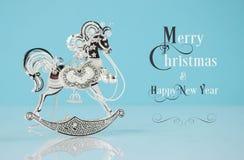 Bello ornamento d'argento d'annata del cavallo a dondolo con il testo del campione Immagini Stock