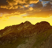 Bello paesaggio alpino vicino a Tavate nel tramonto Fotografia Stock