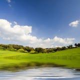 Bello paesaggio con i moutains ed acqua Fotografia Stock Libera da Diritti