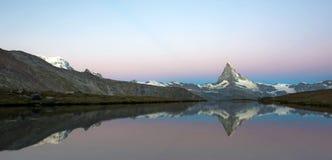 Bello paesaggio con il Cervino nelle alpi svizzere, Europ Immagine Stock Libera da Diritti