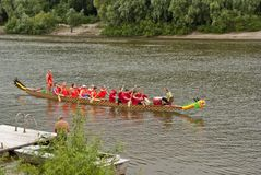 Bello paesaggio con il fiume e canoa su  Fotografia Stock Libera da Diritti