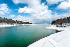 Bello paesaggio con il lago congelato nel tempo di primavera Fotografie Stock Libere da Diritti