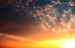Bello paesaggio con il tramonto sopra il mare Immagini Stock Libere da Diritti
