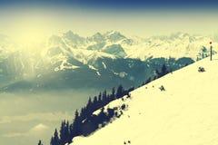 Bello paesaggio con le montagne di Snowy Cielo blu Alpi, Austri Immagini Stock Libere da Diritti