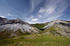 Bello paesaggio con le montagne, il cielo e le nubi Fotografia Stock