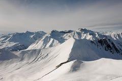Bello paesaggio dei picchi di alta montagna Immagine Stock