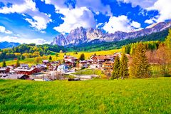 Bello paesaggio del ` Ampezzo della cortina d nella vista delle alpi delle dolomia Immagine Stock Libera da Diritti