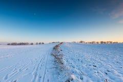 Bello paesaggio del campo di inverno Fotografie Stock