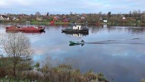 Bello paesaggio del fiume di autunno video d archivio
