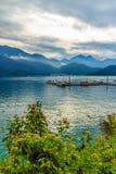 Bello paesaggio del lago moon di Sun di mattina con il mountai Fotografia Stock