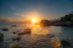 Bello paesaggio del mare al tramonto Bello mare di tramonto fotografia stock libera da diritti