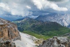 Bello paesaggio del mauntain nelle alpi italiane delle dolomia Passo Po Immagine Stock