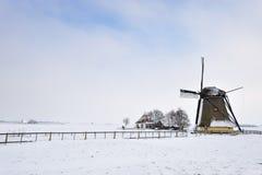 Bello paesaggio del mulino a vento di inverno Immagini Stock