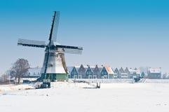 Bello paesaggio del mulino a vento di inverno Fotografia Stock Libera da Diritti