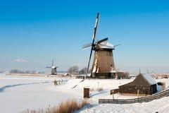 Bello paesaggio del mulino a vento di inverno Fotografie Stock