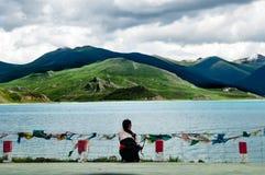 Bello paesaggio del Tibet in porcellana-YamdrokTso Immagine Stock