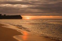 Bello paesaggio del tramonto alla spiaggia Fotografie Stock