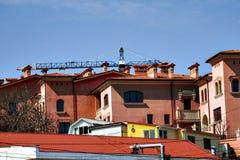 Bello paesaggio della città con le case dei colori differenti Immagine Stock Libera da Diritti