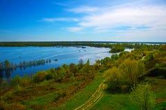 Bello paesaggio della molla dall'alta collina Fotografie Stock Libere da Diritti