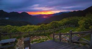 Bello paesaggio della montagna ad alba Fotografia Stock Libera da Diritti