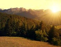 Bello paesaggio della montagna al tramonto Fotografia Stock Libera da Diritti