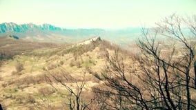 Bello paesaggio della montagna in autunno stock footage
