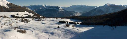 Bello paesaggio della montagna di inverno Immagini Stock
