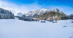 Bello paesaggio della montagna di inverno nelle alpi bavaresi, Baviera, Germania Fotografie Stock Libere da Diritti