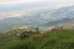 bello paesaggio della montagna, paesaggio della foresta della montagna nell'ambito di ev Immagini Stock
