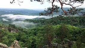 Bello paesaggio della montagna Montagne di estate stock footage