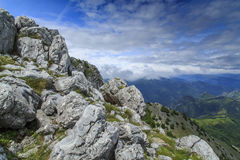 Bello paesaggio della montagna nelle alpi Immagine Stock