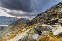Bello paesaggio della montagna nelle alpi di Transylvanian di estate Fotografie Stock