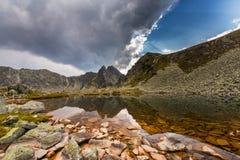 Bello paesaggio della montagna nelle alpi di Transylvanian di estate Immagini Stock Libere da Diritti