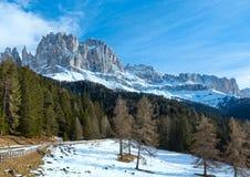 Bello paesaggio della montagna rocciosa di inverno (grande strada delle dolomia) Fotografia Stock Libera da Diritti