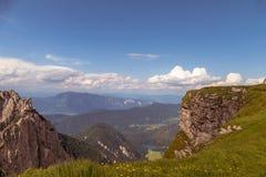 Bello paesaggio della valle della montagna ad estate Fotografia Stock
