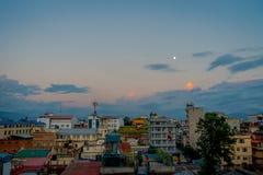 Bello paesaggio della vista della città di Kathmandu in un tramonto da Swayambhunath, Kathmandu Immagine Stock Libera da Diritti