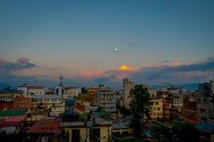 Bello paesaggio della vista della città di Kathmandu in un tramonto da Swayambhunath, Kathmandu Fotografia Stock