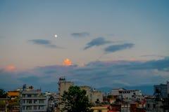 Bello paesaggio della vista della città di Kathmandu in un tramonto da Swayambhunath, Kathmandu Fotografie Stock Libere da Diritti