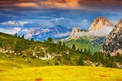 Bello paesaggio delle alpi italiane, dolomia di estate, del sud Fotografia Stock