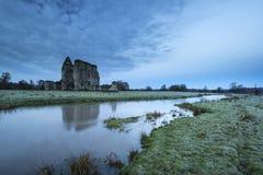 Bello paesaggio di alba delle rovine del priore nel locat della campagna Immagine Stock Libera da Diritti