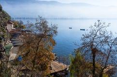 Bello paesaggio di autunno in lago Ocrida Fotografia Stock Libera da Diritti