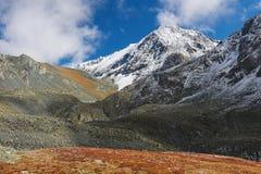 Bello paesaggio di autunno, montagne Russia di Altai Immagini Stock
