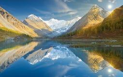 Bello paesaggio di autunno, montagne Russia di Altai Immagine Stock