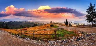 Bello paesaggio di estate in montagne Tramonto maestoso Fotografia Stock Libera da Diritti