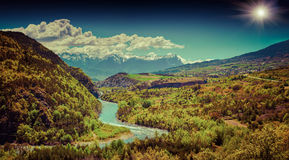 Bello paesaggio di estate nelle alpi francesi Fotografia Stock Libera da Diritti